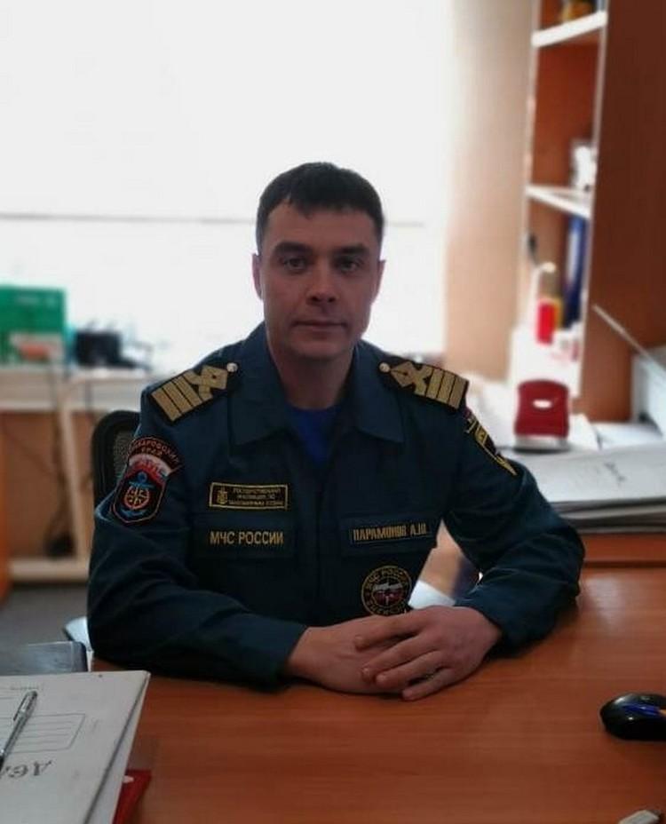 Ангел-спасатель китов: В Хабаровском крае Алексей Парамонов спас еще двух белух от гибели на берегу