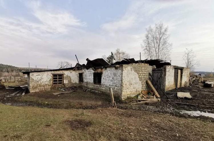 Все, что осталось от фермы, где произошел пожар. Фото: семейный архив.