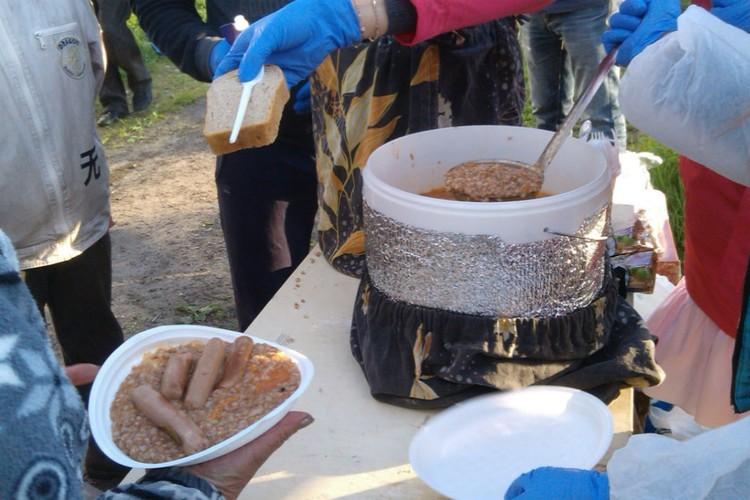 Первый пункт раздачи горячего питания появился на Филейке. Фото: vk.com/pomoshchbezdomnym