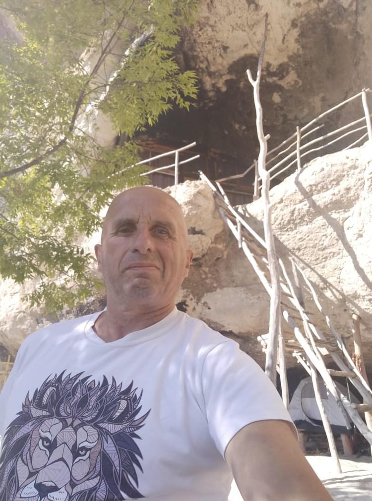 Проводник по местам силы выбрал для своего временного места жительства именно такое место Фото: Лев Лев