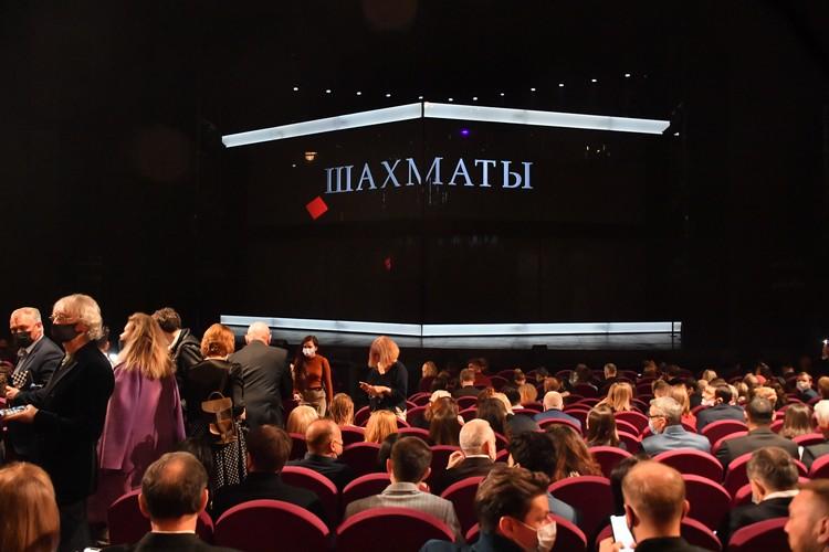 На премьеру пришло много известных людей.