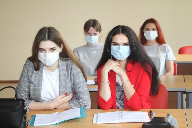 Большинство студентов Финансового университета занимаются очно, соблюдая противоэпидемические требования Рособрнадзора. Фото: Финансовый университет