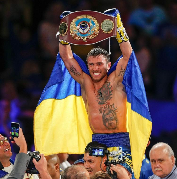Василий Ломаченко после завоевания титула в 2016 г.