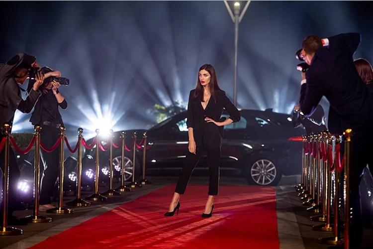 """На премьере модельного шоу 2020 Карина появилась перед экспертами в новом образе. Фото: """"Новый канал"""""""