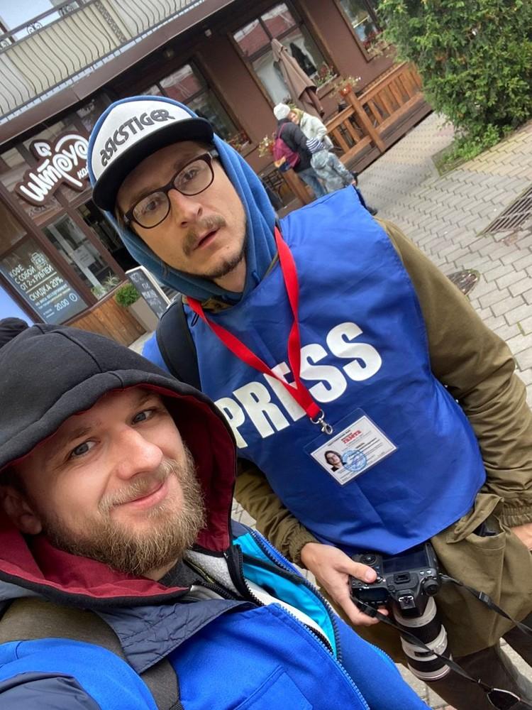 Журналисты на акции 18 октября были обозначены жилетами и удостоверениями.