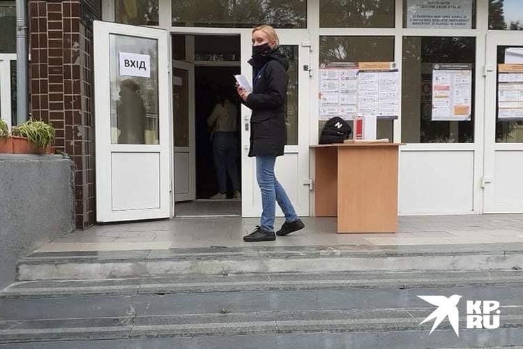 Пока киевляне голосуют в надежде что- то обрести вновь.