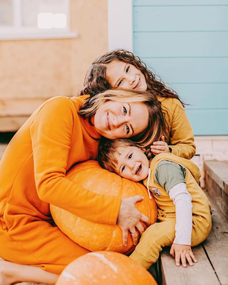 Мама, сыночек и дочка. Фото: предоставлено Екатериной Кузнецовой/www.instagram.com/spottykit