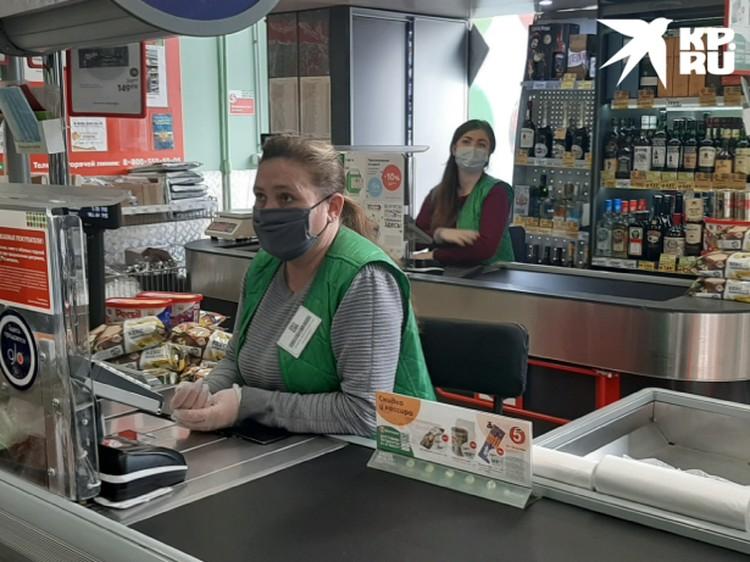 Сотрудники магазинов обязаны весь день находиться в масках и перчатках