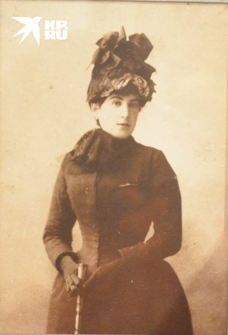 Мама Белого Александра Дмитриевна в молодости...