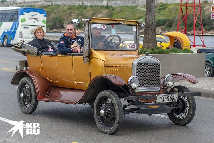 Куба уникальна классическими американскими автомобилями, которые каким-то образом дожили до наших дней в пригодном состоянии. Фото: Алексей Белянчев