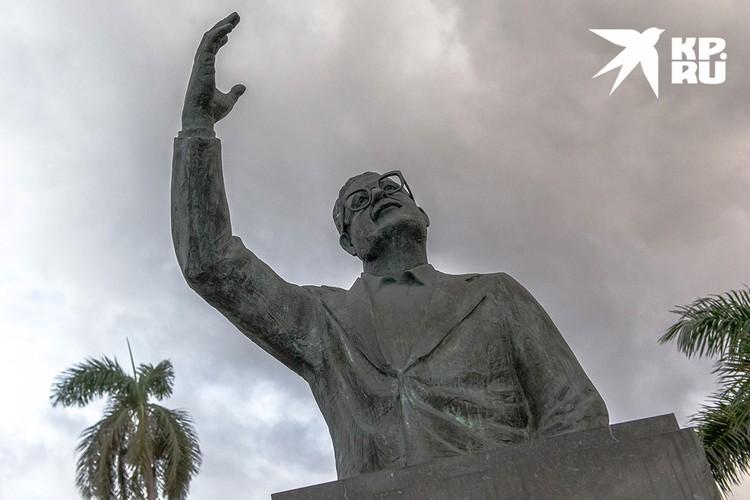 Памятник Сальвадору Альенде. Фото: Алексей Белянчев