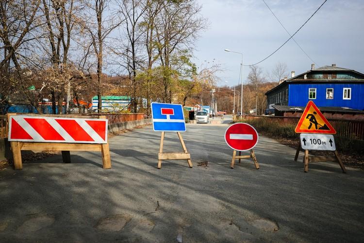 А ремонт моста по улице Тимирязева должны завершить к 10 ноября. Фото: Евгений Кулешов.