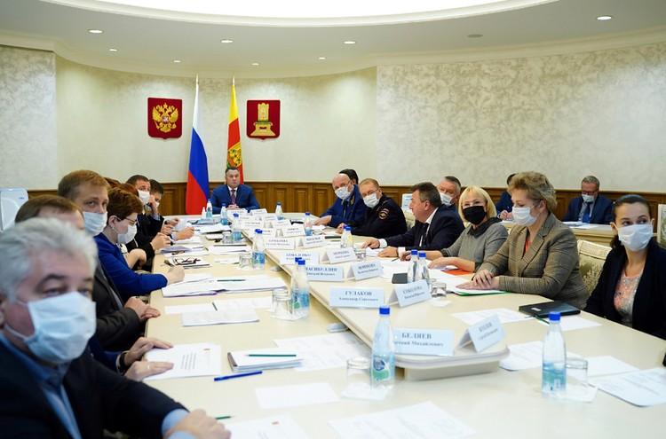 Губернатор провел заседание оперштаба. Фото: ПТО