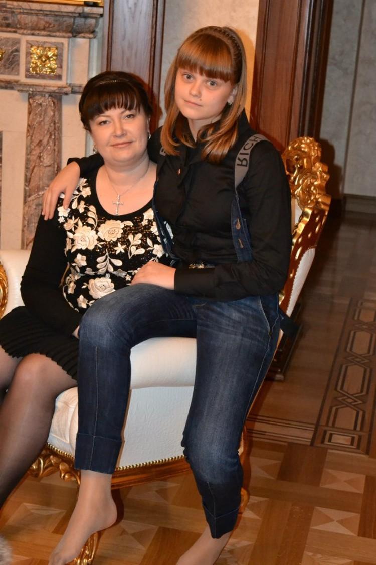Бывшая жена Цеповяза и его дочь Оксана. Фото: vk.com