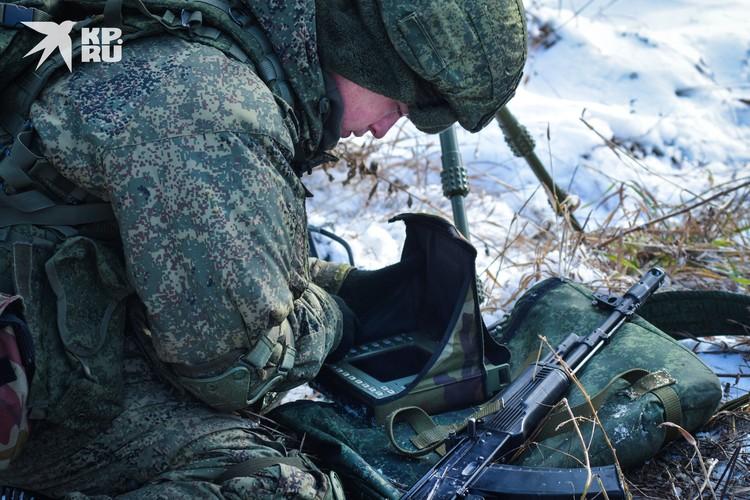 Специальные приборы помогают разведчикам выполнить боевую задачу и сохранить себе жизнь.