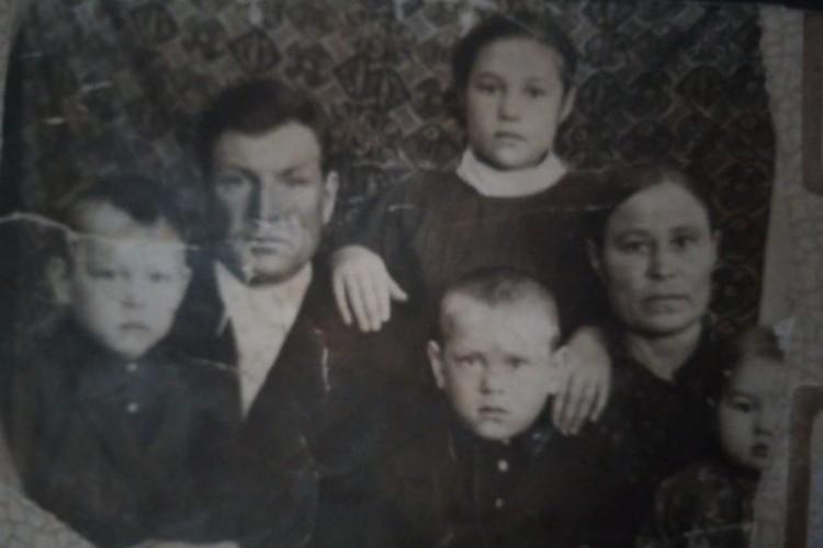 Семья Помыткиных после войны. Фото: Личный архив