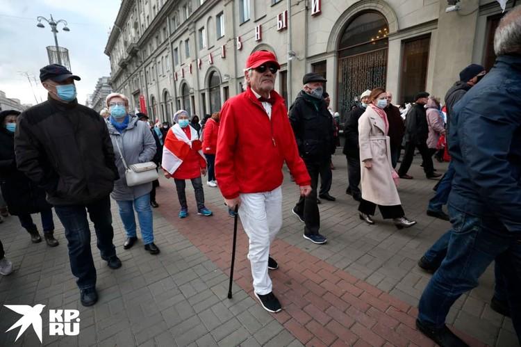 В колонне демонстрантов несколько сотен человек. Фото: Иван Иванов