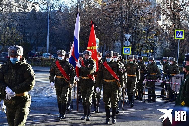 Много возмущённых комментариев было по поводу воинских почестей, которые отданы Жванецкому