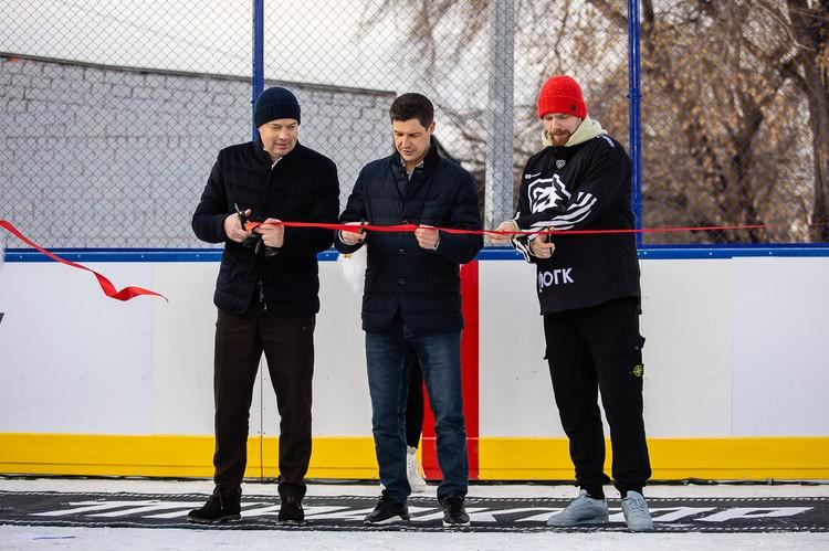 На открытии нового хоккейного корта в Тракторозаводском районе Челябинска.