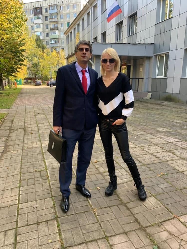 Адвокат Павел Левшун (слева) представляет интересы вдовы актера Ксении Бик (справа).