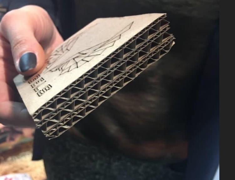 Материал картонного гроба в разрезе. Фото: Личный архив Михаила Ремеза