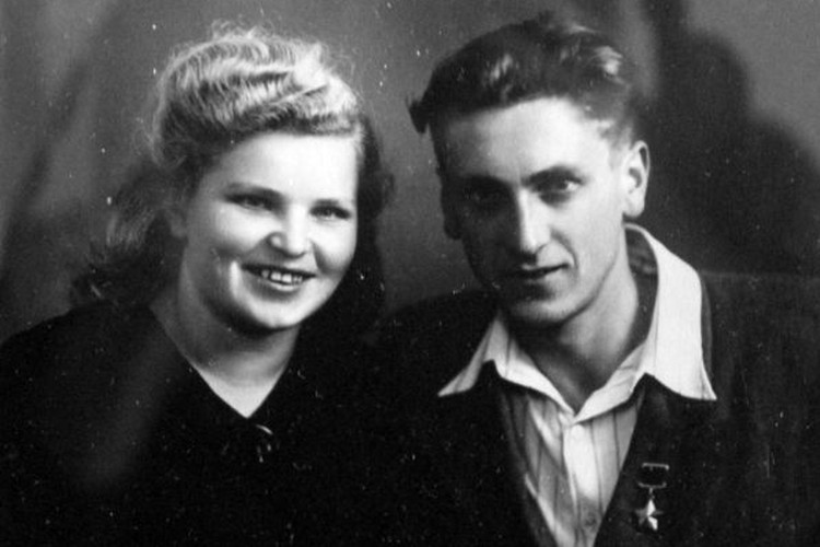 Михаил Ашик с супругой. Фото: Международный патриотический интернет-проект «Герои страны»