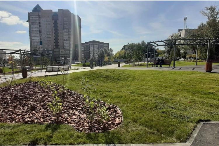 На пересечении улиц Цвиллинга и Лазаретная в этом году появился вот такой благоустроенный сквер. Фото: пресс-служба администрации Челябинска