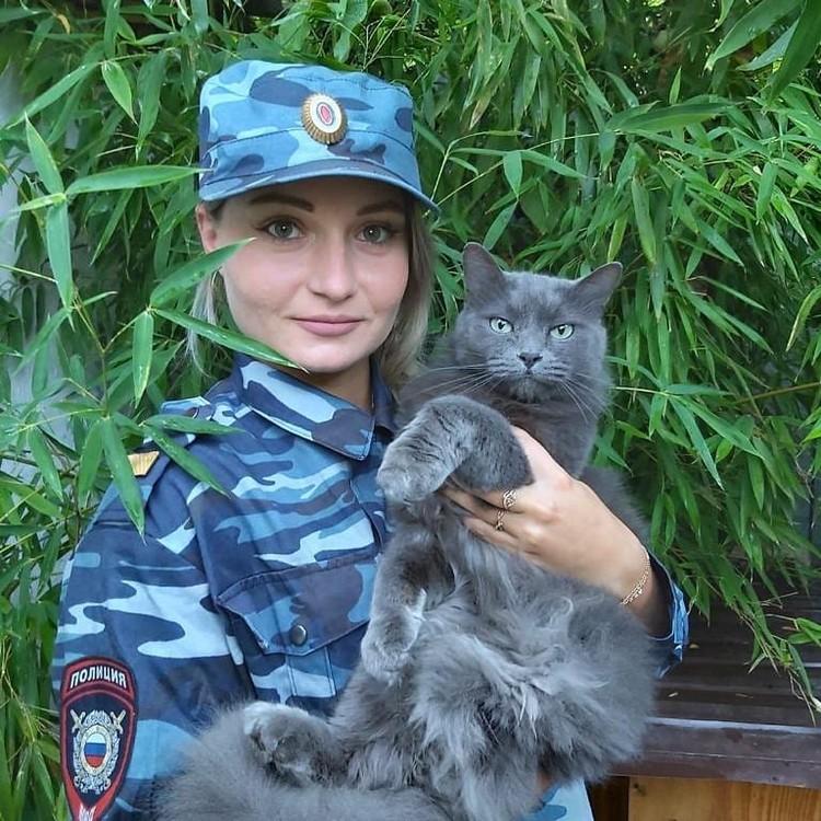 Валерия Гвамичава со своей кошкой Мусей. Фото: instagram.com/23mvd