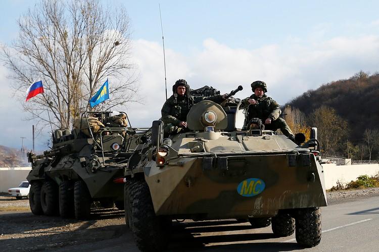 Россия за несколько дней перебросила в Закавказье огромную военную группировку. Не просто «голубые каски», а бронетехнику, вертолеты