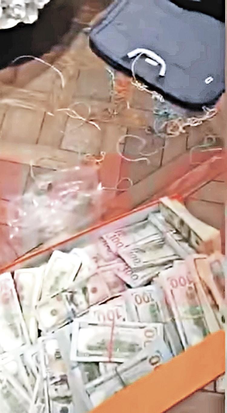 На фото вверху - коробка с валютой, изъятая у полковника Черкалина. Фото: СК РФ