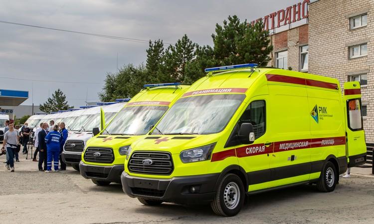 10 машин скорой помощи и два реанимобиля были предоставлены медучреждениям Челябинской области