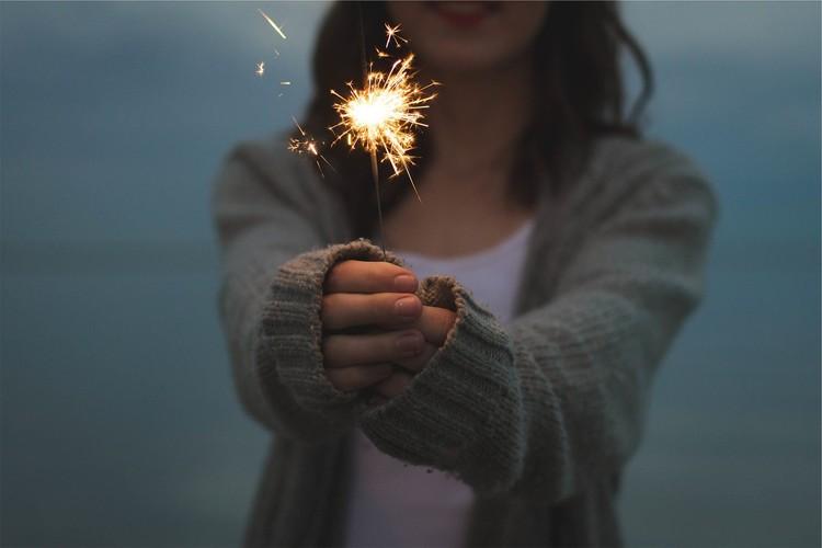 Будьте осторожнее с красивыми огоньками. Фото: pixabay.com