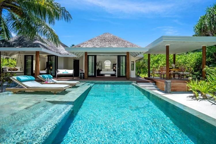 Вилла с видом на океан на курорте Anantara Kihavah Maldives Villas обходится Полине от 300 тысяч рублей в сутки. Фото: booking.com
