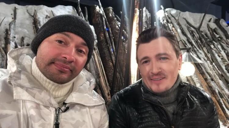 Соведущие проектов «Дом-2» и «Бородина против Бузовой» Влад Кадони и Андрей Черкасов зарабатывали в месяц чуть больше 200 тысяч рублей.