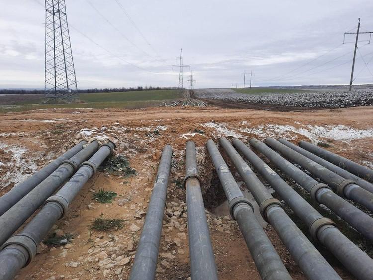Водовод тянули от Тайганского водохранилища по сложному рельефу почти месяц