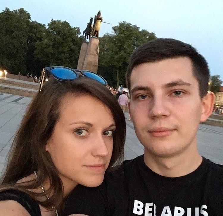 Игорь Лосик со своей женой Дарьей, которая поначалу поддержала его голодовку, а затем решила выйти из нее и теперь уговаривает последовать ее примеру мужа. Фото: личный арихв