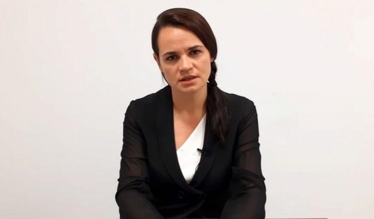 Светлана Тихановская считает, что Игорю нужно подумать о семье, потому что он нужен жене, дочери и родителям. Кадр видео