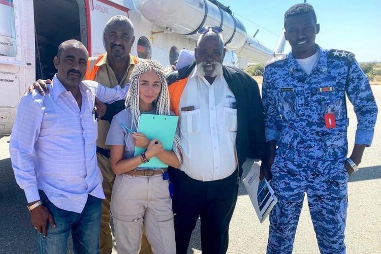 В Африке российские пилоты — самые уважаемые даже среди неспокойных племен. Фото: предоставлено Златой Чевердынской