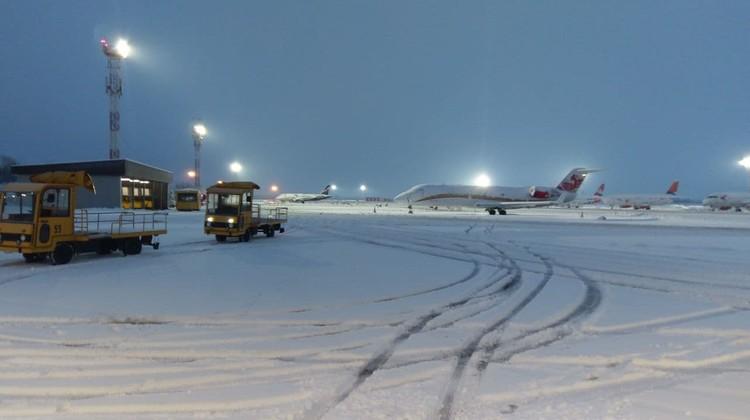 Аэропорт прекратил свою работу до обеда.