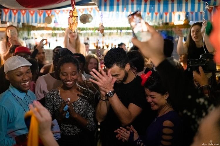 В «Cuba Gavana» постоянно проводились вечеринки в национальном стиле. Фото: Денис Тихонов
