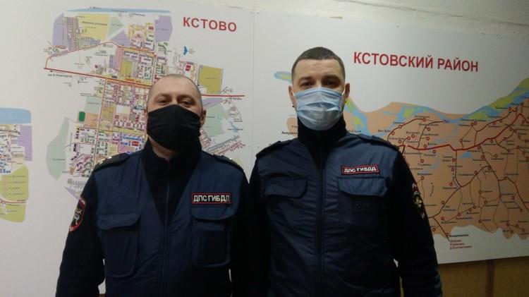 Госавтоинспекторы Максим Журавлев и Сергей Карпенко.