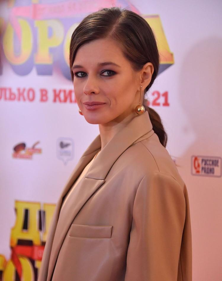 """Катерина Шпица на светской премьере комедии """"День города""""."""