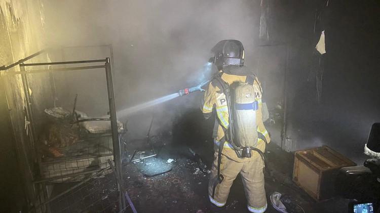 В квартире на шестом этаже выгорело имущество. Фото: ГУ МЧС