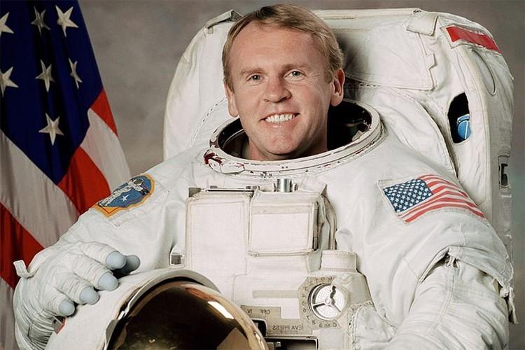 Эндрю Томас был в восторге от творога из запасов российских космонавтов.