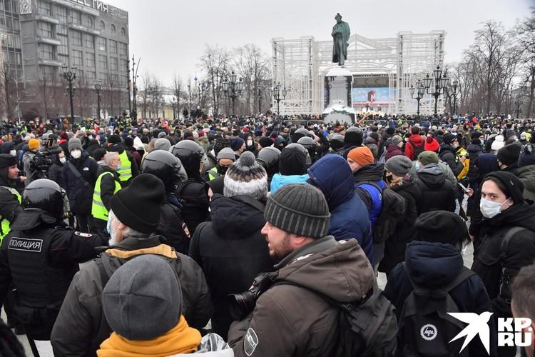 На Пушкинской площади в Москве начали собираться первые сторонники арестованного