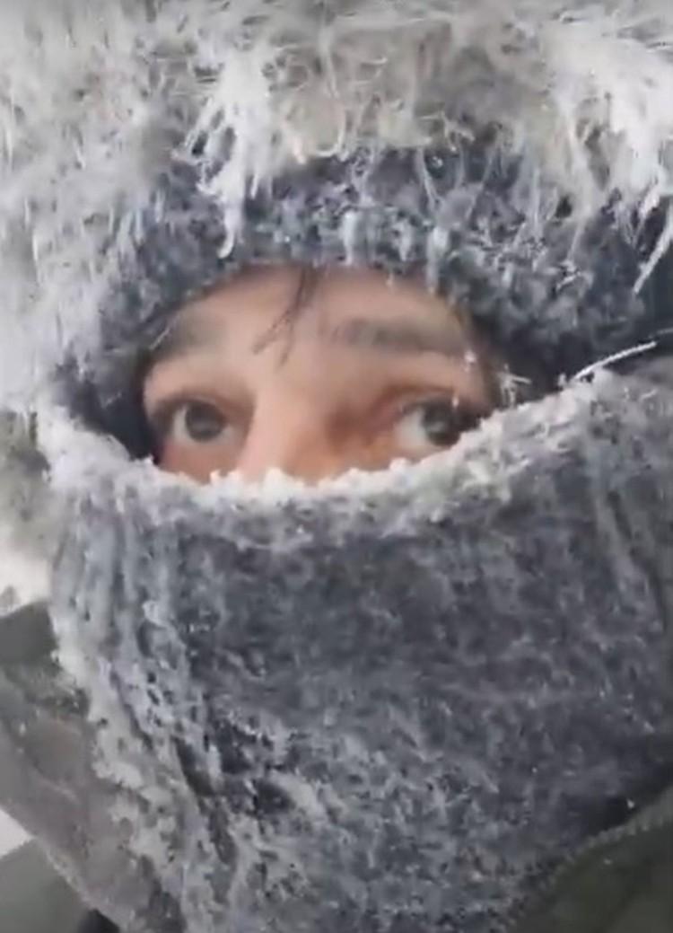 Бразилец Цезарь Дантас прогулялся по морозному лесу. Фото: скриншот из видео.