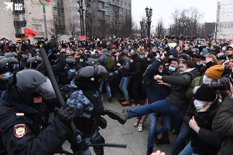 Силы, которые управляют протестом, даже не прячут уши