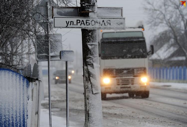 В населенных пунктах Житковичского района шел снег.