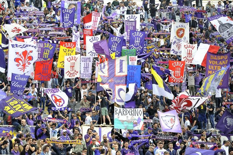 """Болельщики """"Фиорентины"""" на трибунах домашнего стадиона."""