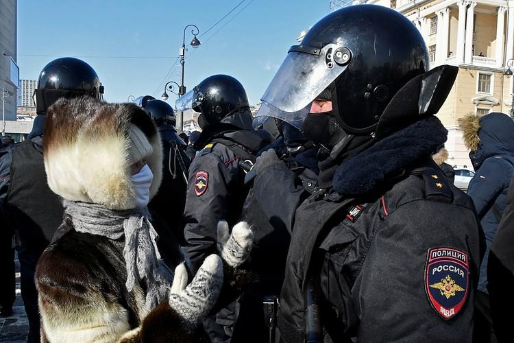 В столице Приморья на акцию вышли в общей сложности не более 250 человек (причем, вместе с журналистами и зеваками)